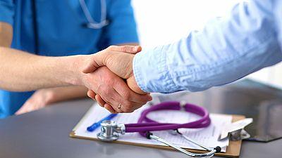 A su salud - La relación médico-paciente puede ser Patrimonio Inmaterial de la Humanidad - 02/10/17 - Escuchar ahora