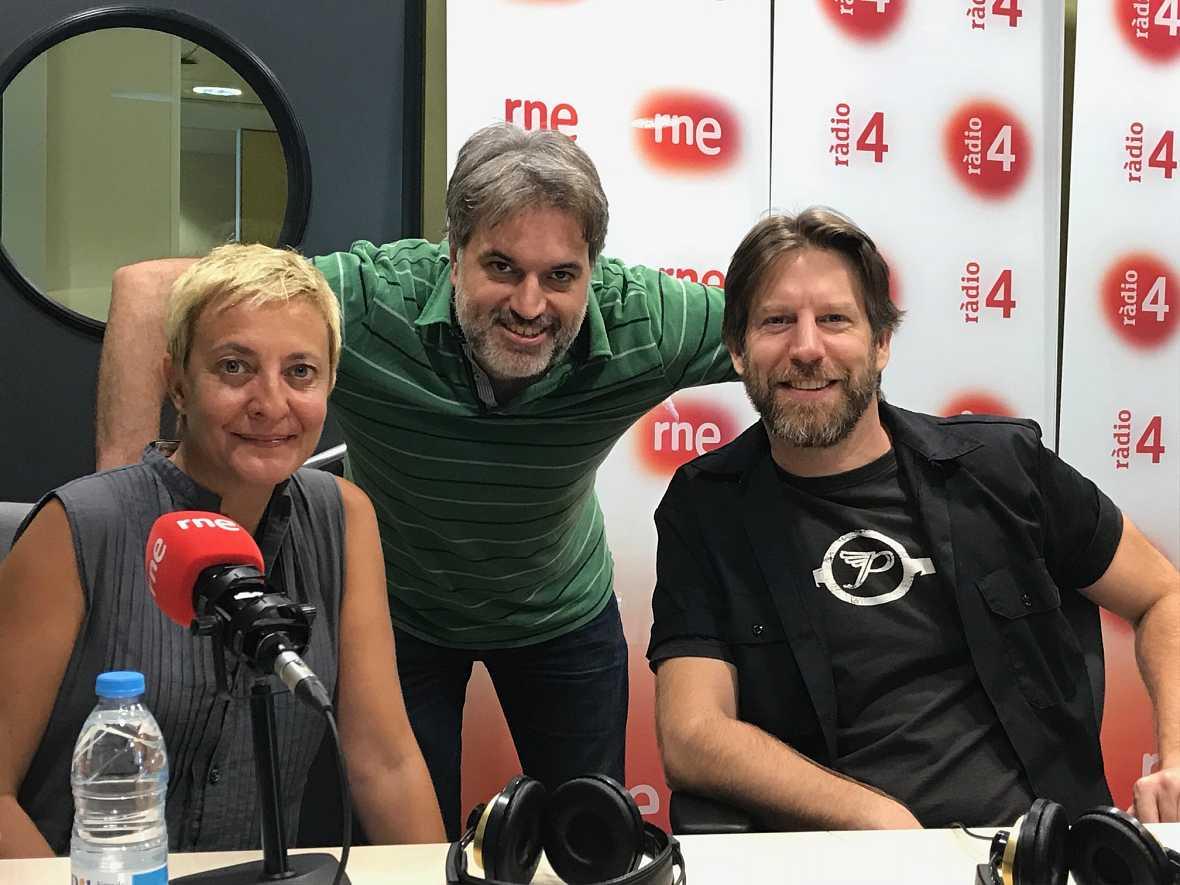 """El matí a Ràdio 4 - Entrevista """"Los vecinos de arriba"""""""
