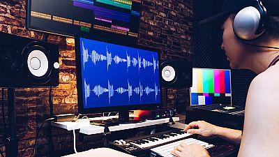 Esto me suena. Las tardes del Ciudadano García - Elena Gómez, directora de 'Atmósfera' de Radio 3: 66 años del primer estudio dedicado a música electrónica - Escuchar ahora