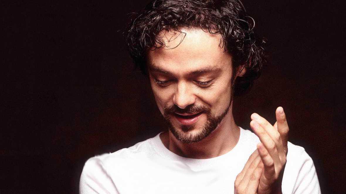 Salimos por el mundo - Diego Guerrero reúne a la élite musical de España en su nuevo álbum 'Vengo caminando' - 21/11/17 - escuchar ahora