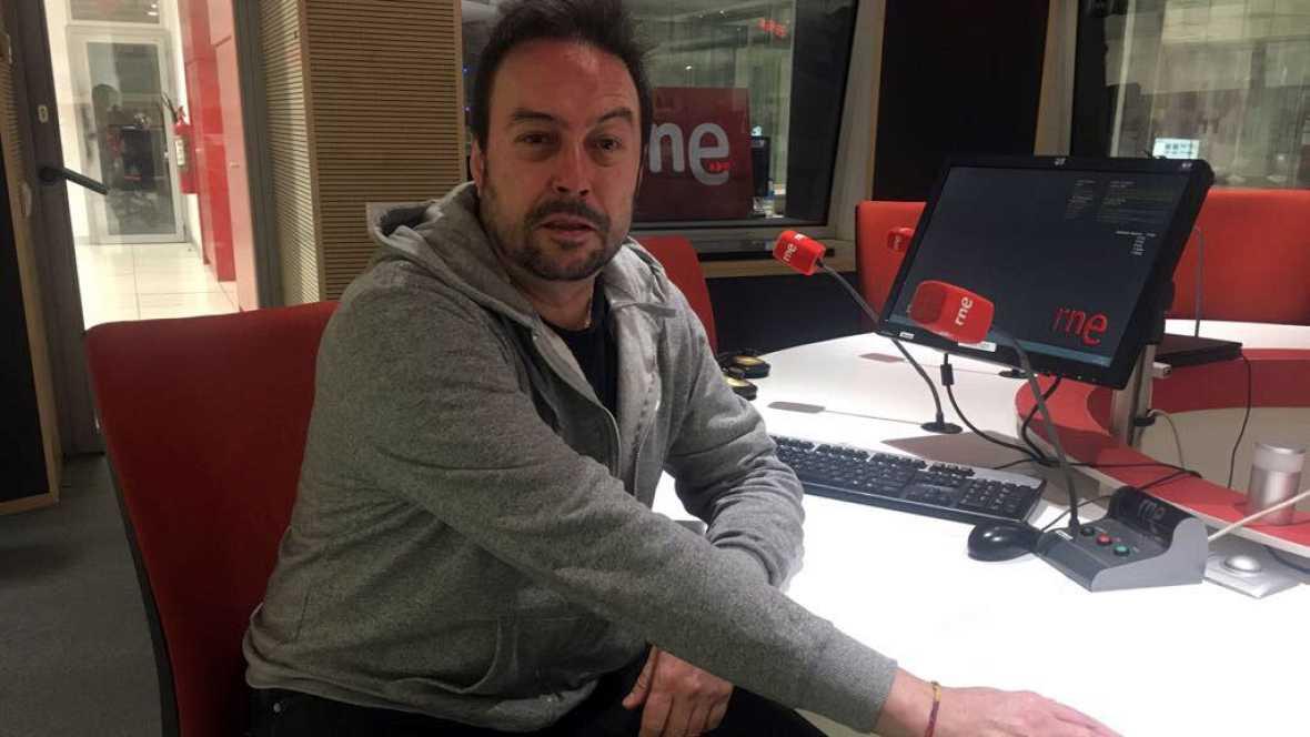 """Gente despierta - Ángel Petisme: """"A los poetas nos cuesta ficcionar"""" - Escuchar ahora"""