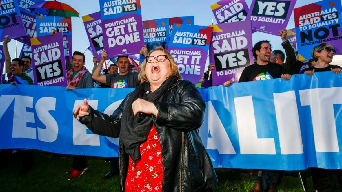 Radio 5 Actualidad - El Parlamento australiano legaliza el matrimonio homosexual - 07/12/17 - Escuchar ahora
