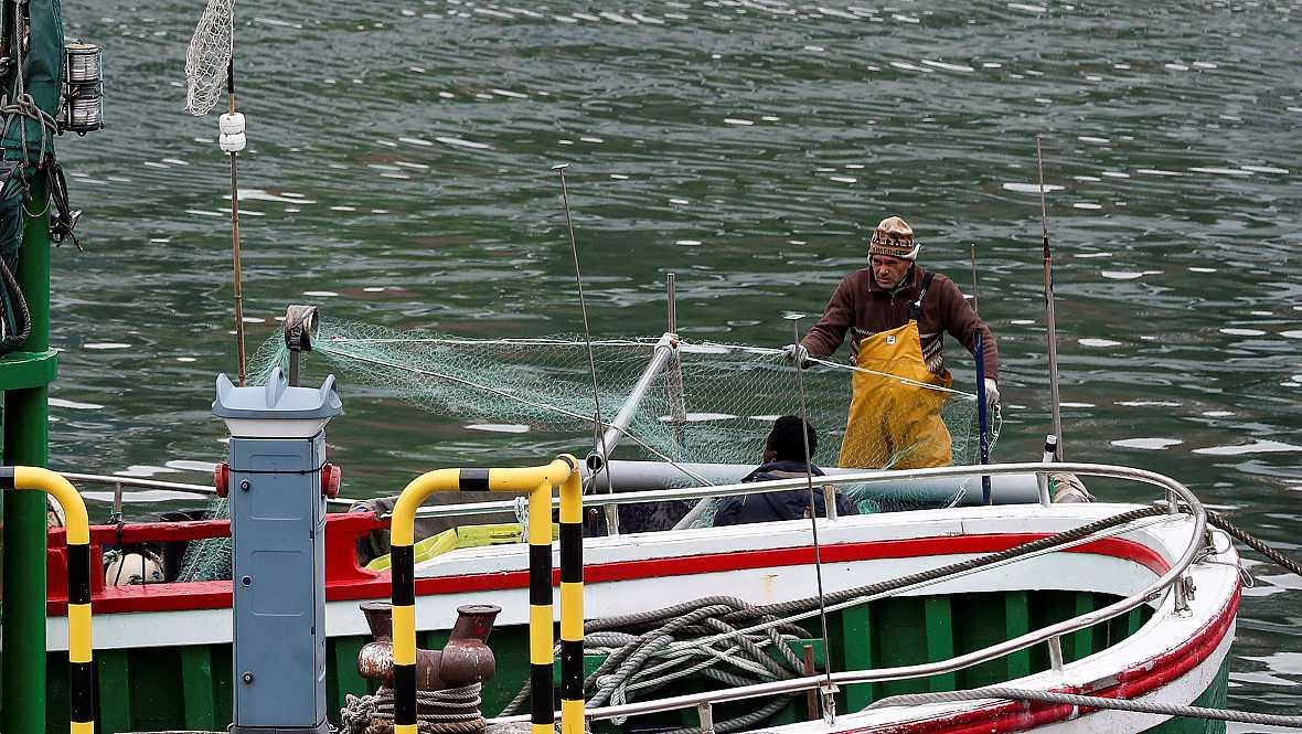 Españoles en la mar - Valoramos el acuerdo sobre los TAC y las cuotas pesqueras - 13/12/17 - escuchar ahora