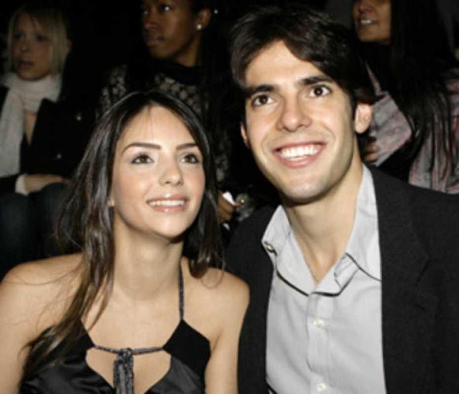 Kaká acompañado por su mujer en una entrega de premios.