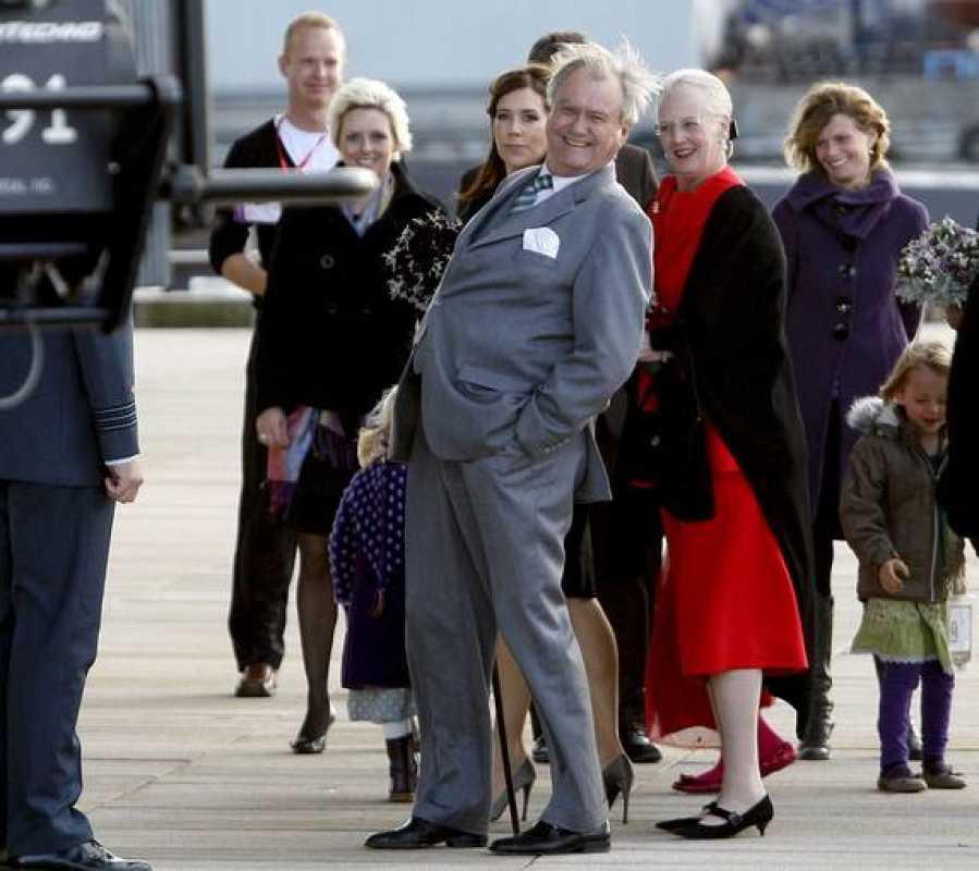Los Reyes de Dinamarca, a su llegada a la Ópera de Copenhague.