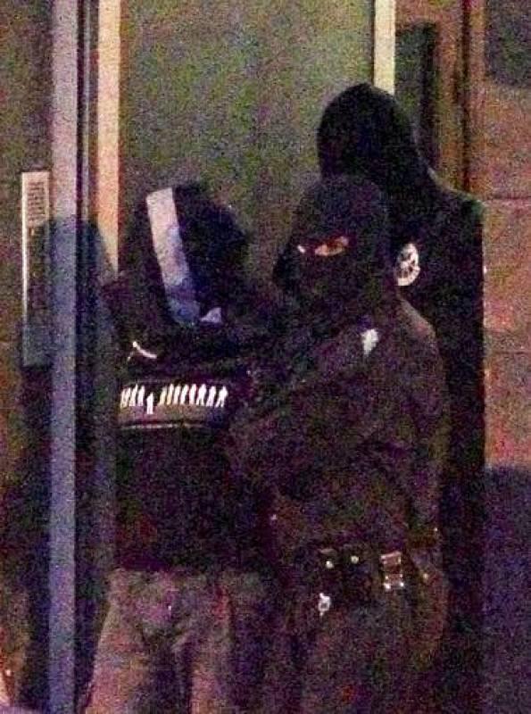 Agentes de la la Ertzaintza trasladan al presunto etarra Gurutz Aguirresarobe Pagola