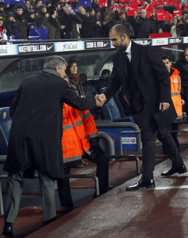 Los dos entrenadores se saludaron cordialmente antes de que comenzara el partido.