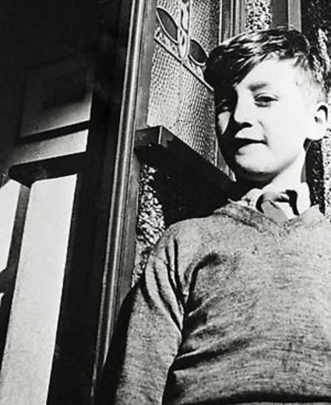 John Lennon en una imagen de su infancia
