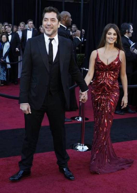 Best actor nominee Bardem and actress-wife Cruz arrive at 83rd Academy Awards in Hollywood