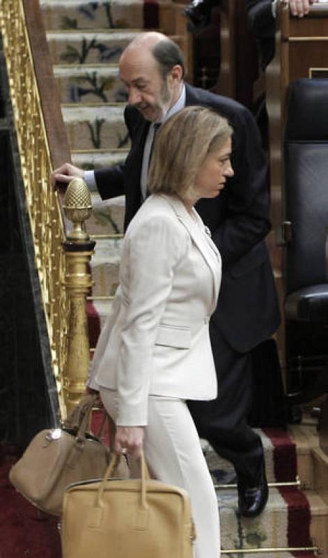 La ministra de Defensa vuelve al Congreso tras asistir al funeral por los soldados fallecidos en Afganistán
