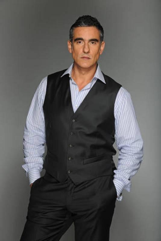 Javier Ruiz, interpretado por Miguel Varoni en La casa de al lado.