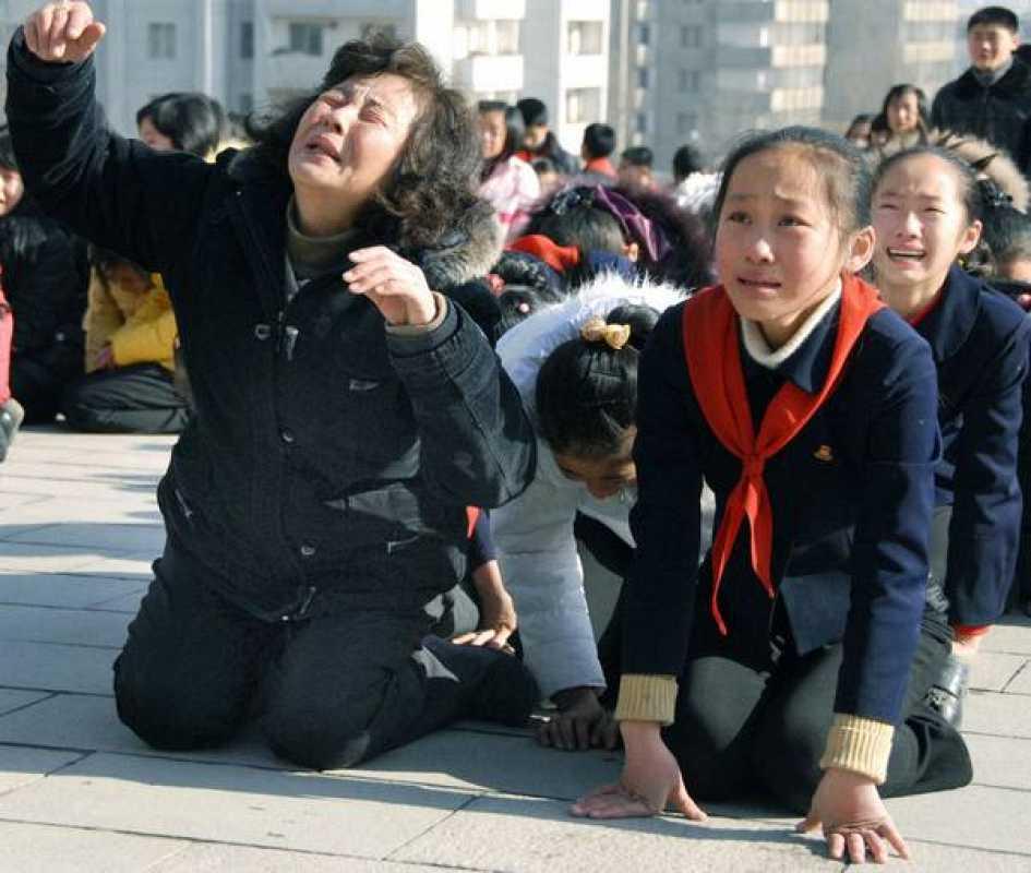 Las muestras de dolor se han repetido por las calles de Pyongyang
