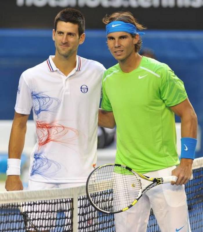 Nadal y Djokovic posan antes de comenzar la final del Open de Australia