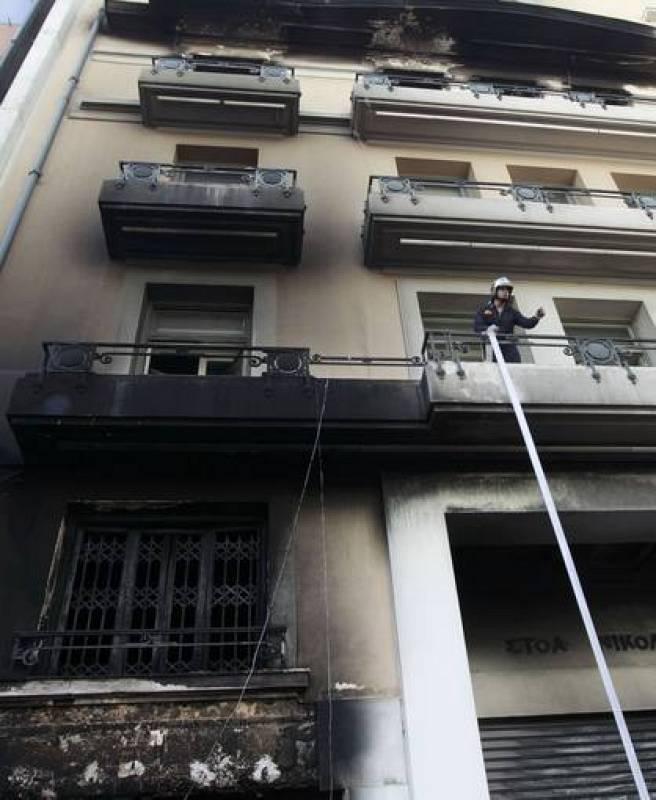 Los bomberos no han dado abasto para apagar sofocar los incendios en más de 40 edificios.
