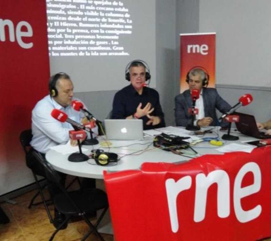 De izquierda a derecha, el consejero delegado de la Central Hidroeléctrica del Hierro, Juan Manuel Quintero; Juan Ramón Lucas y el presidente del cabildo insular, Alpidio Armas.