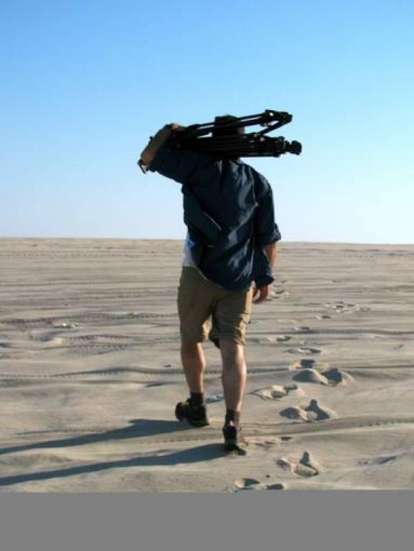 """El realizador de """"Los tentáculos de Catar"""", Ángel Barroso, localizando"""