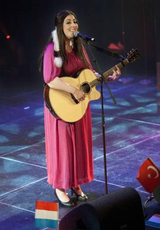 Joan Franka, la cantante que representará a los Países Bajos en Eurovisión 2012
