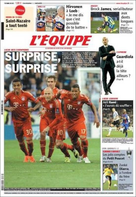 """""""Sorpresa, sorpresa"""", es el titular del principal diario deportivo francés, que muestra a los jugadores del Bayern celebrando su clasificación tras el último penalti convertido por los alemanes."""