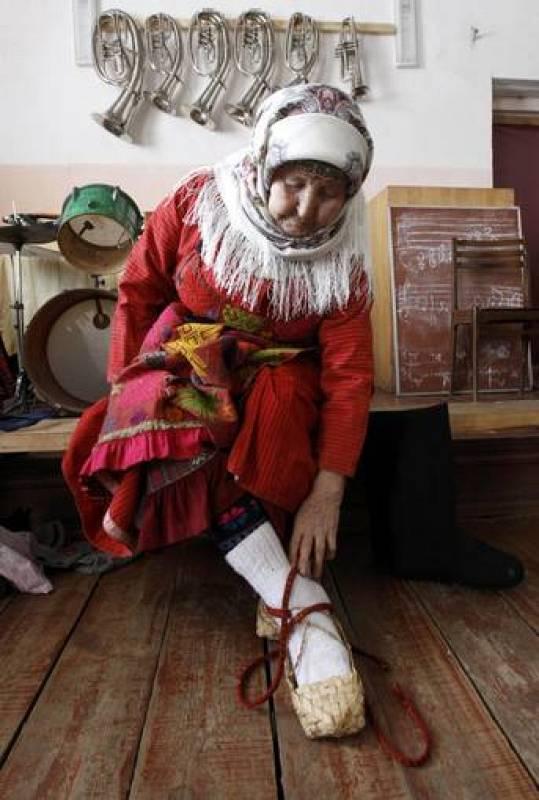 Valentina Pyatchenko, de 74 años, es una de las cantantes de las Buranovskiye Babushki. El grupo está formado por seis mujeres de entre 43 y 86 que interpretan canciones tradicionales udmurtas.