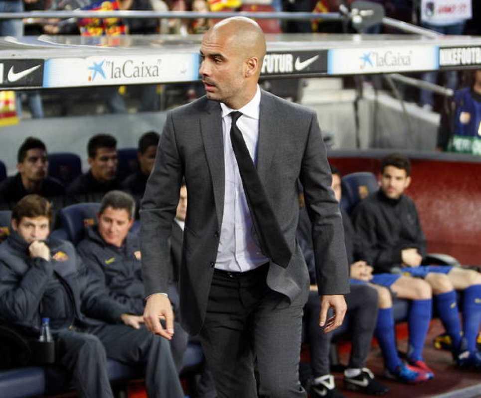 El entrenador del FC Barcelona, Pep Guardiola, momentos antes de comenzar el partido