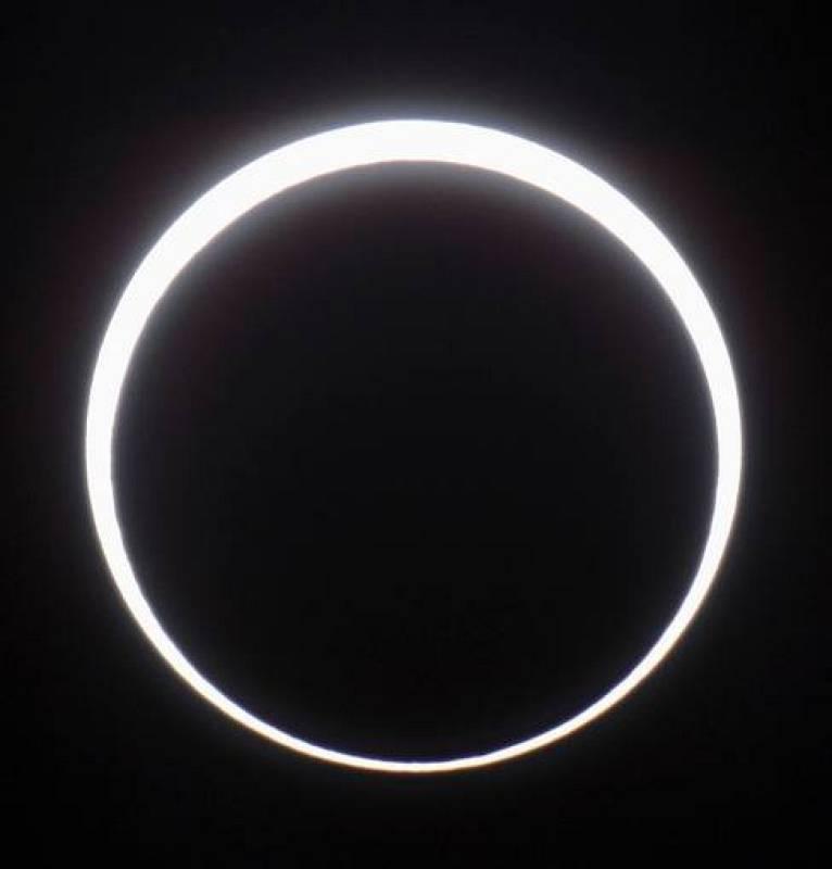 Dependiendo de la ubicación, algunos países han podido presenciar un eclipse anular, en el que la Luna bloquea al Sol excepto un anillo de luz, su contorno exterior