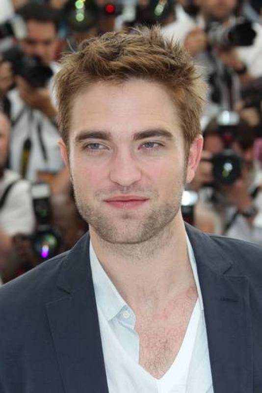 "El actor británico Robert Pattinson poses durante el photocall de ""Cosmopolis"", en Cannes"