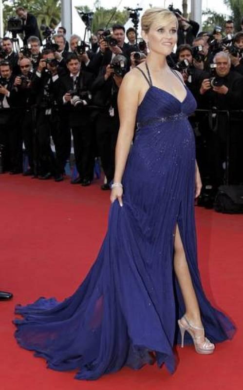 Reese Witherspoon lució tripita y pierna con este vaporoso vestido azul