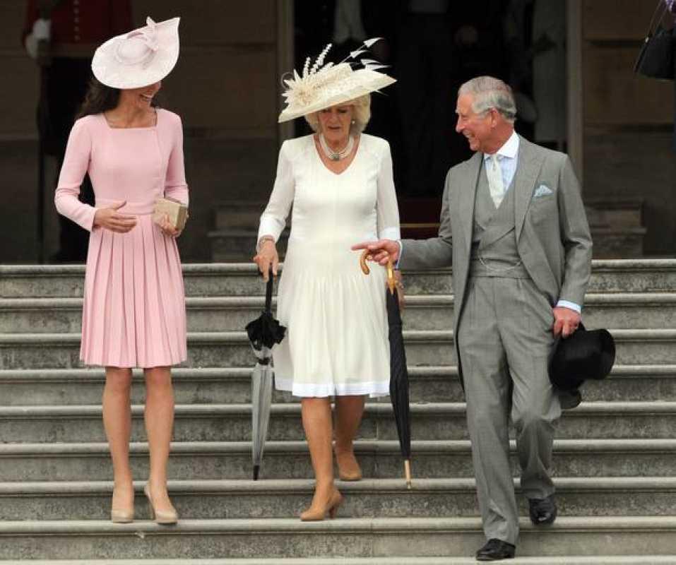 Kate Middleton lleva varias semanas acudiendo sin su marido, el Príncipe Guillermo, a actos oficiales. La hemos visto con su suegro, el Príncipe Carlos y su mujer Camila en el último acto del Jubileo de Diamante de la reina Isabel II