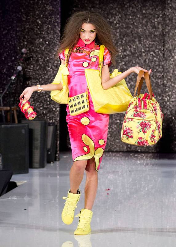 Vestido chino - Betsey Johnson - Mercedes-Benz Fashion Week