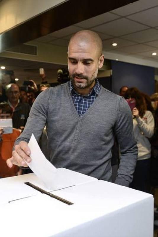 El entrenador del Bayern de Múnich, Pep Guardiola, ha volado a Cataluña con el fin de votar este domingo en la consulta del 9N.