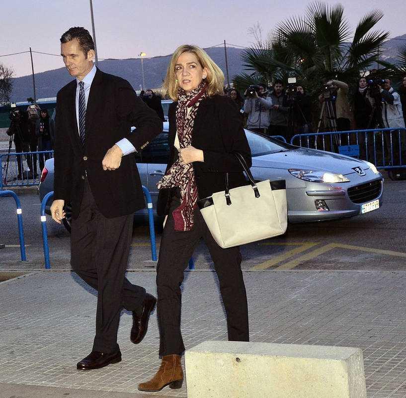 La infanta Cristina y su marido, Iñaki Urdangarin, comparecen como acusados en la primera sesión del juicio del caso Nóos.