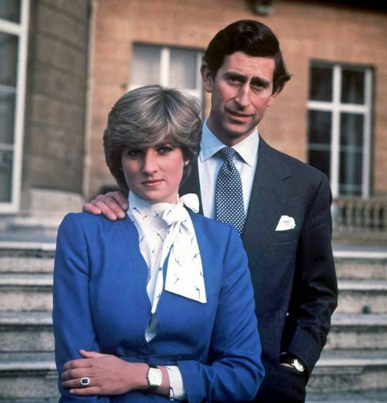 Carlos de Inglaterra y Diana Spencer anuncian su compromiso