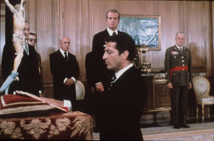 Suárez jura su cargo como presidente ante el rey en julio de 1976