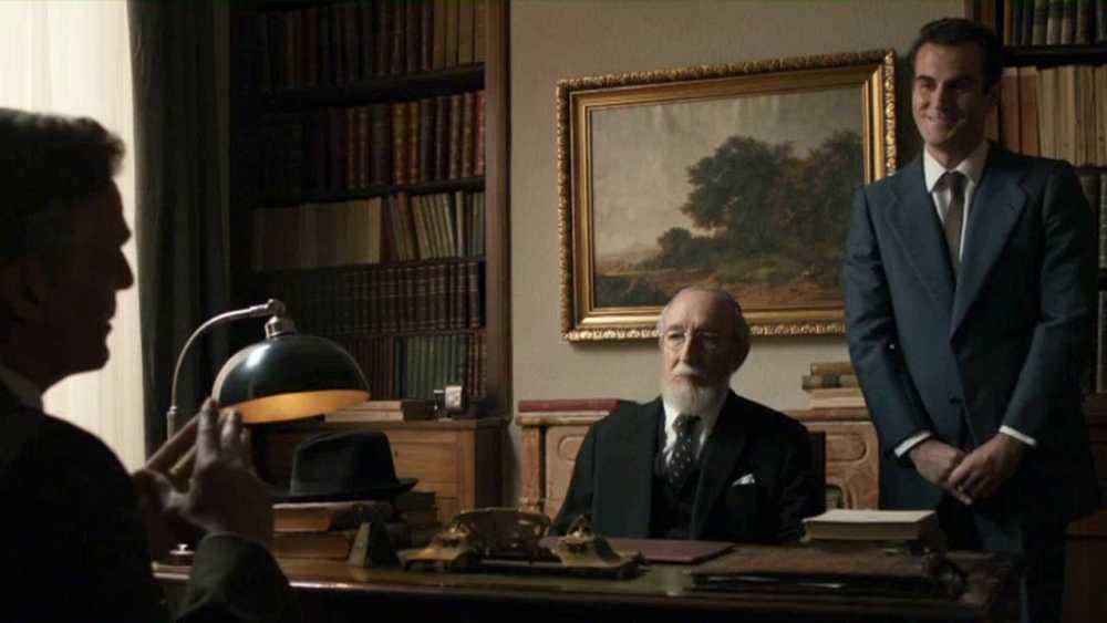 Menéndez Pidal se entrevista con Heston en el capítulo de El Ministerio del Tiempo