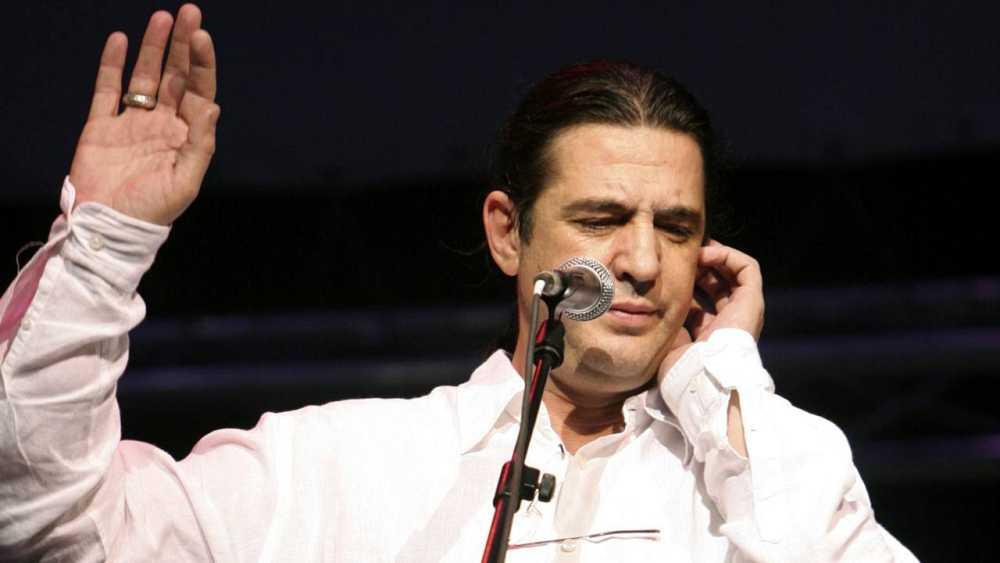 Manolo Tena durante una actuación en 2006.