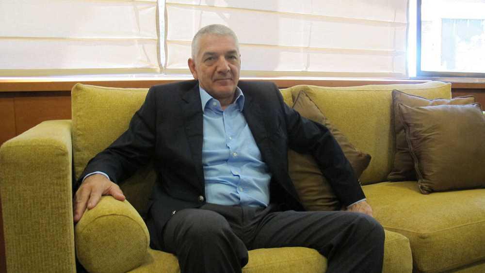 El embajador turco Ömer Önhon en su despacho en Madrid