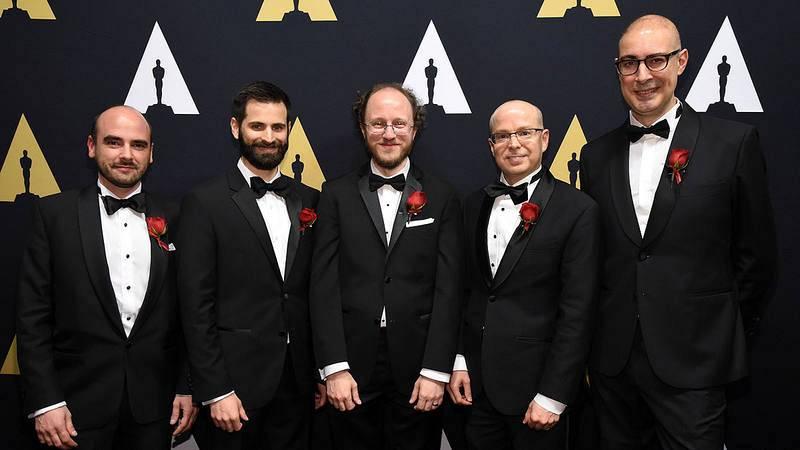 Marcos Fajardo (el primero por la derecha), junto a Alan King, Thiago Ize, Christopher Kulla, Clifford Stein en la entrega de los premios técnicos de la Academia de Hollywood