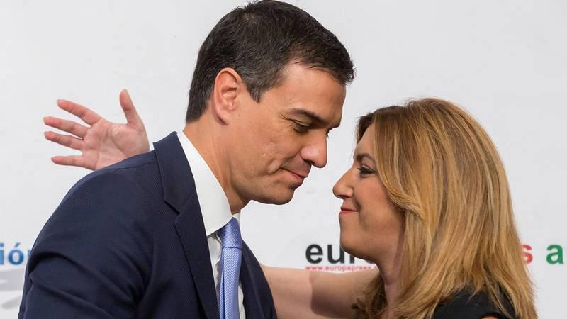 Una imagen de archivo de Susana Díaz y Pedro Sánchez durante un desayuno informativo en Sevilla