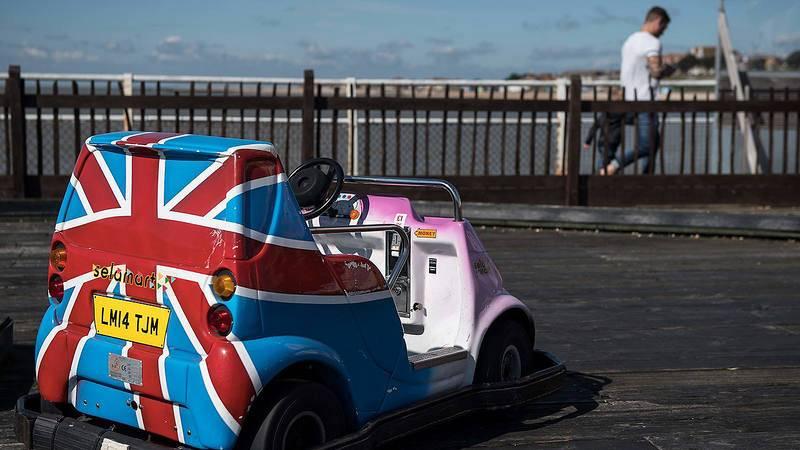 Un coche de choque con la bandera británica en Clacton-on-Sea, Inglaterra