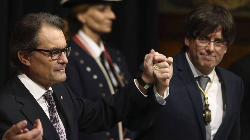 El expresidente y el presidente de Cataluña, Artur Mas y Carles Puigdemont.