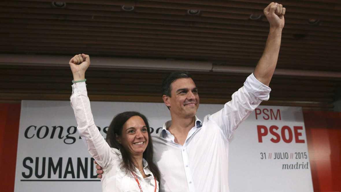 Pedro Sánchez y la nueva secretaria del PSM, Sara Hernández, durante el congreso regional extraordinario del partido en Madrid