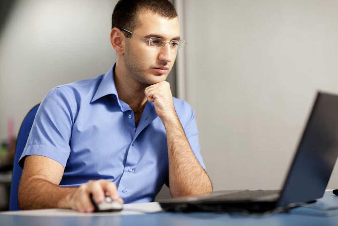 ibercaja-directo-hombre-trabajando-con-ordenador.jpg
