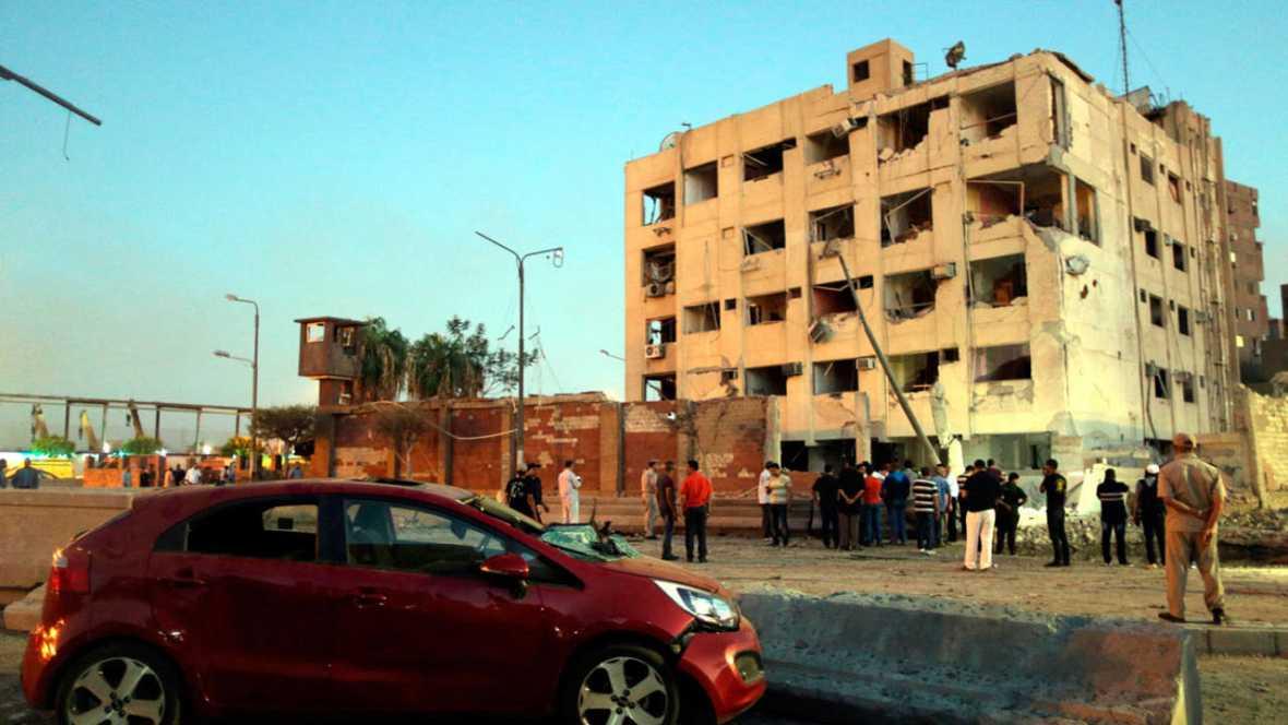 Un coche bomba cerca de un importante cuartel en el cairo - Un importante organizzazione con sede al cairo ...