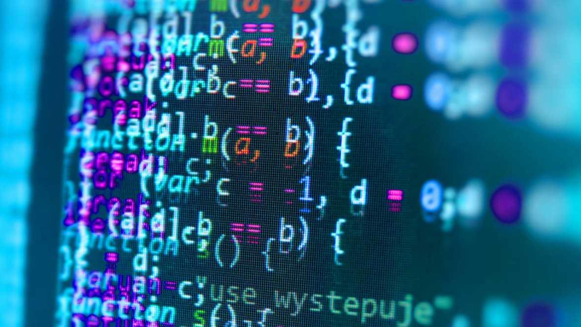 Juristas y expertos del sector han advertido de la desprotección actual de los datos de empresas y particulares en la 'nube' de internet.
