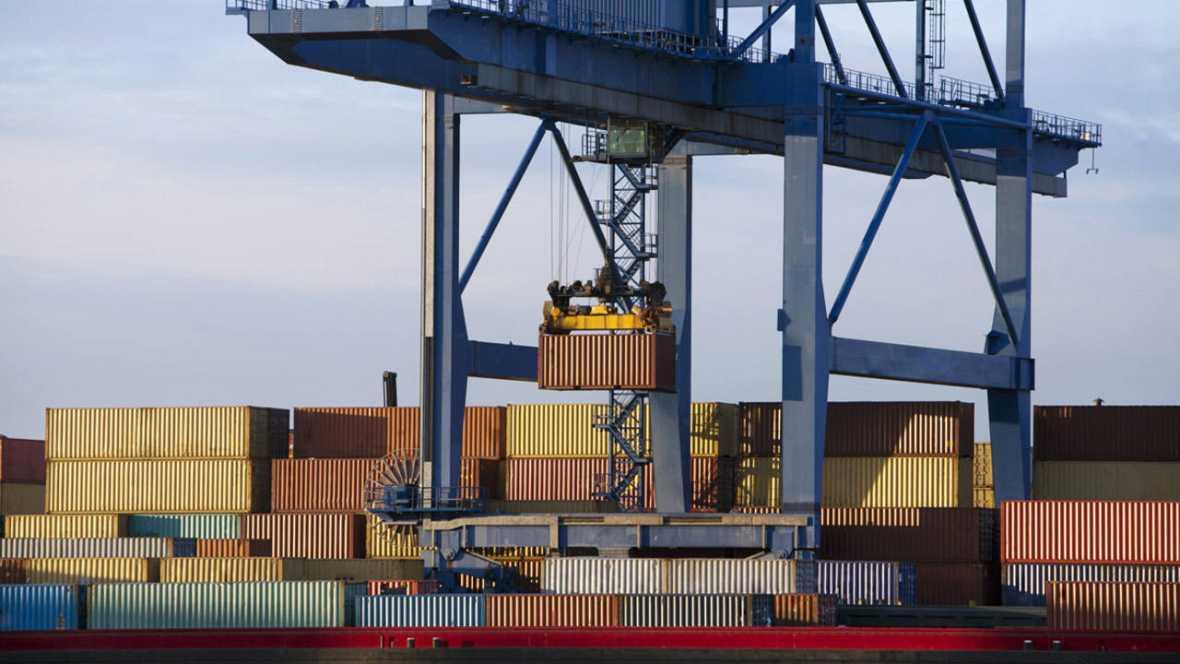 Contenedores en el puerto de Róterdam, Holanda