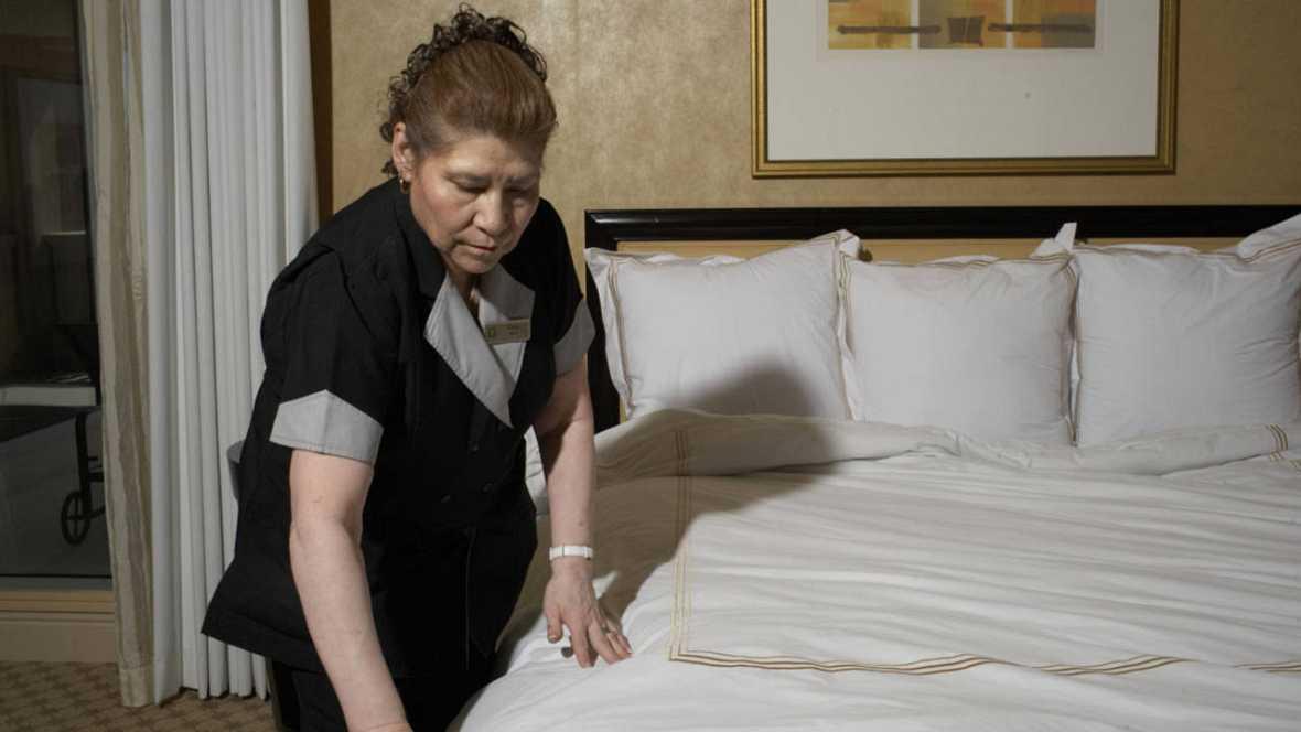Las limpiadoras de hotel se rebelan contra su sobrecarga laboral - Que cobra una camarera de pisos ...