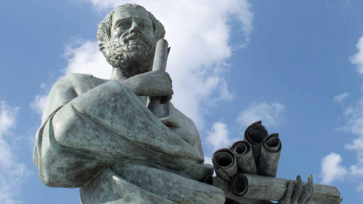 Estatua del filósofo griego Aristóteles.