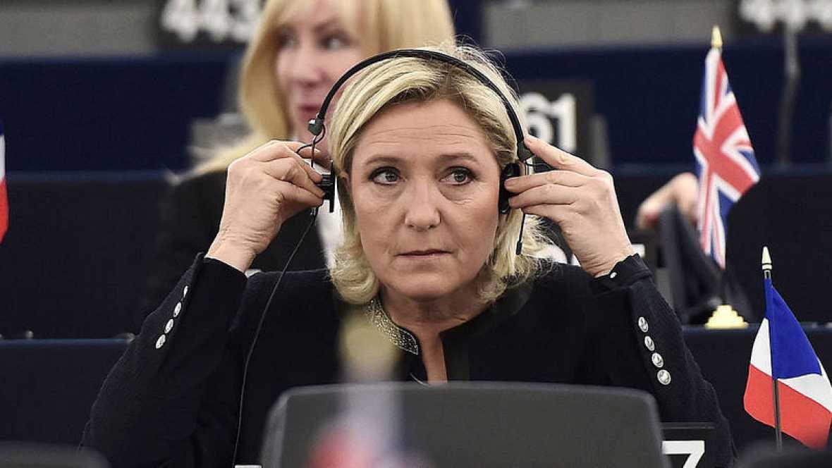 La líder francesa del Frente Nacional, Marine Le Pen, en una sesión del Parlamento Europeo.