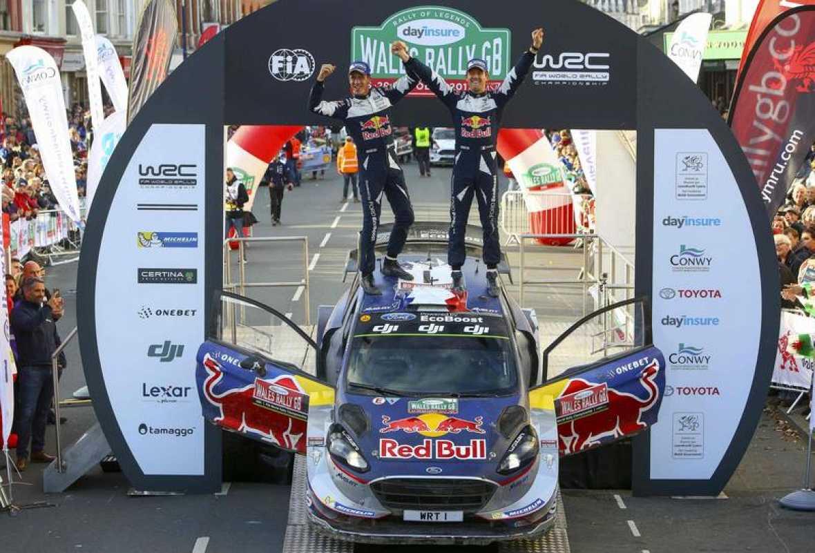 Ogier e Ingrassia celebran su título mundial en Gales.