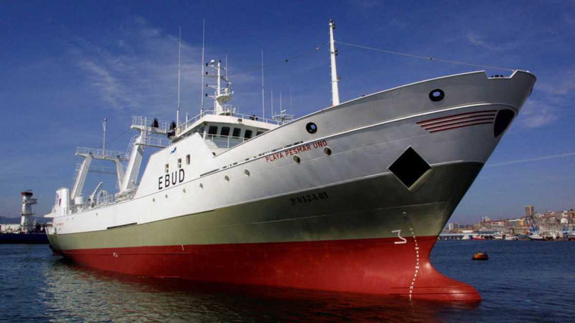 Resultado de imagen para interceptaron al buque Playa Pesmar Uno, mientras pescaba ilegalmente en Mar Argentino.